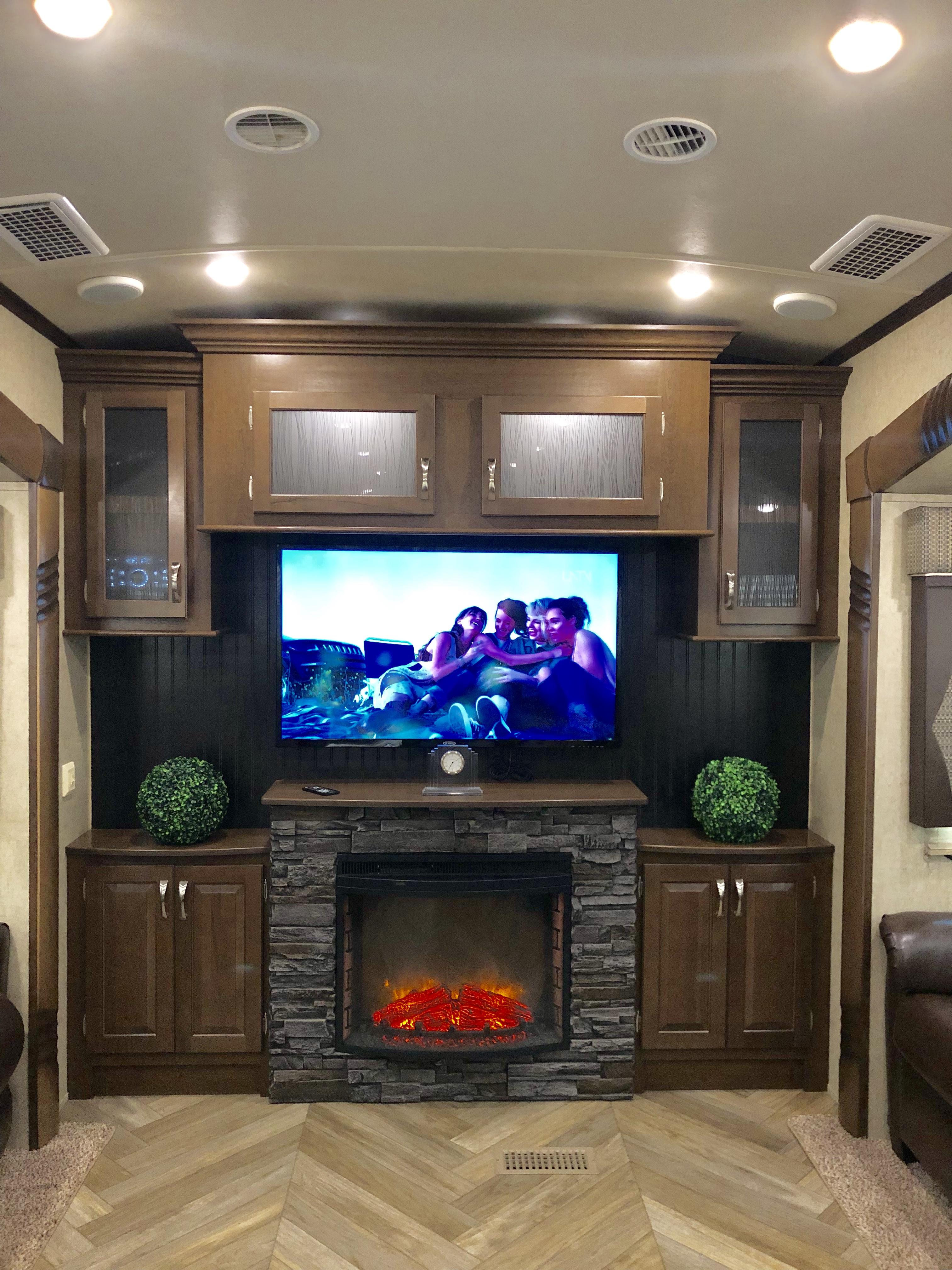 2017 Cedar Creek Silverback Edition Fifth Wheel Camper