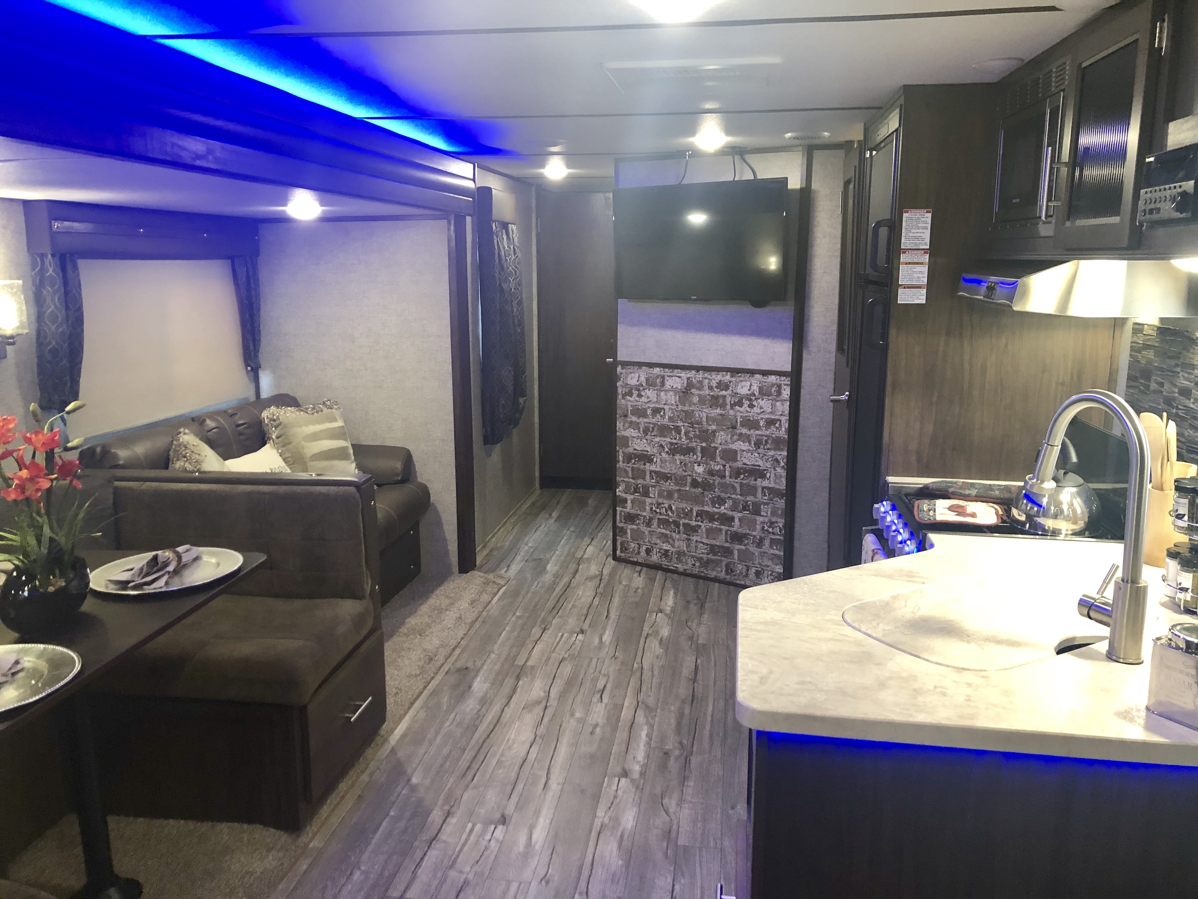 2019 Forest River Cherokee Alpha Wolf Travel Trailer