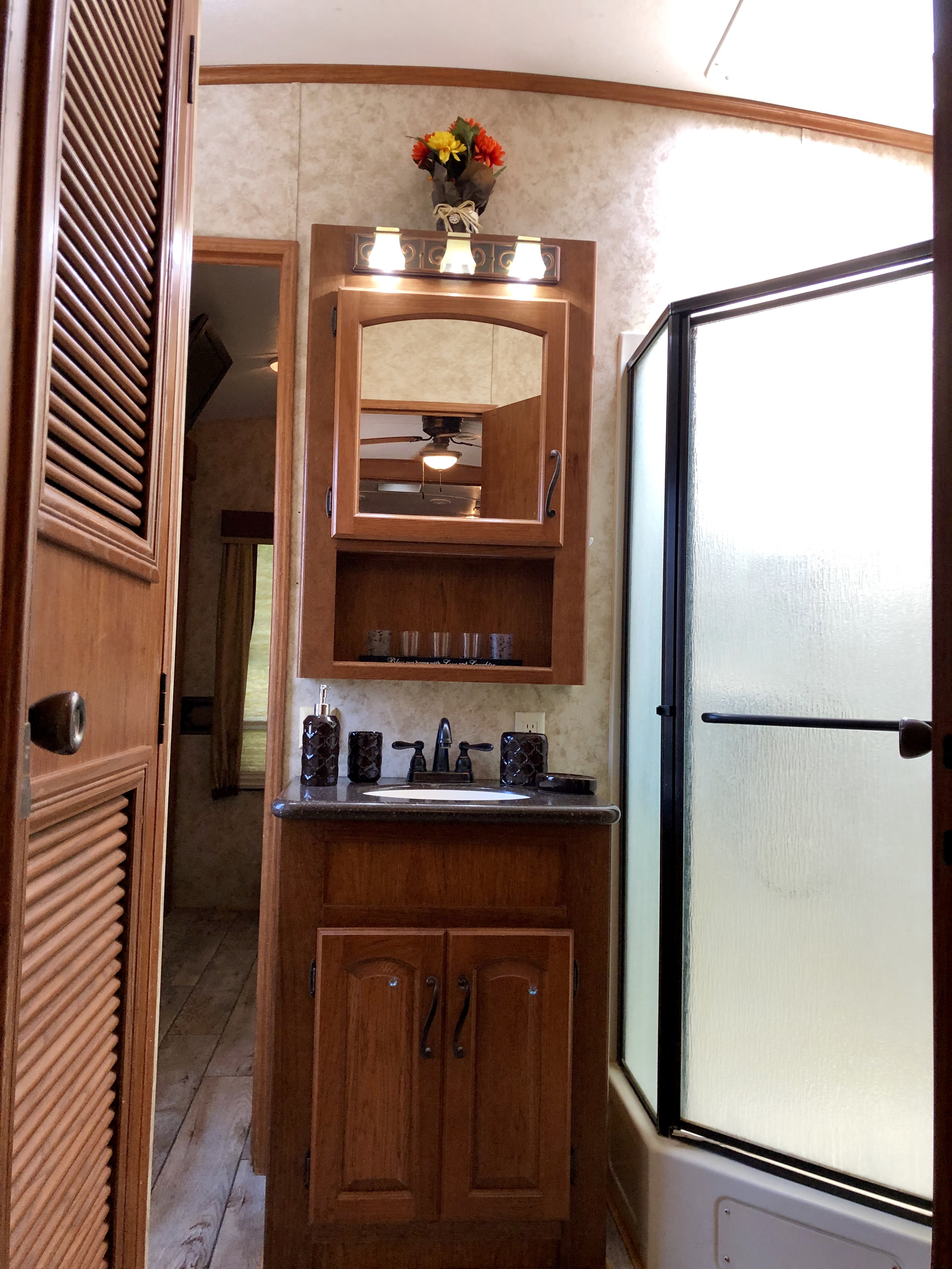 2011 Keystone Montana 5th Wheel 39ft 5 Slide Out Fifth Wheel